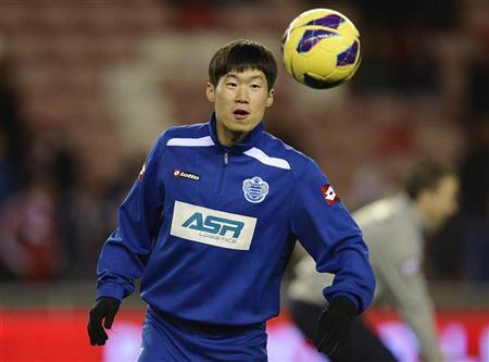 Queens Park Rangers' Park Ji-sung warms up ahead of their English Premier League soccer match against Sunderland in Sunderland, northern England November 27, 2012. REUTERS/Nigel Roddis