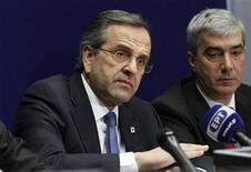 Greece's Prime Minister Antonis Samaras (L) holds a news conference at the end of a European Union leaders summit, in Brussels December 14, 2012. The two-day summit, the sixth and last of 2012, had been intended as a detailed discussion on how best to overhaul economic and monetary union and correct the problems that have fuelled three years of debt crisis. REUTERS/Sebastien Pirlet (BELGIUM - Tags: POLITICS BUSINESS)