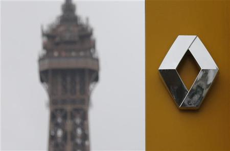 The logo of French car manufacturer Renault is seen in front of the Eiffel tower at a dealership in Paris, November 2, 2012. REUTERS/Christian Hartmann