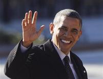 O presidente dos Estados Unidos, Barack Obama, em direção à Blair House em Washington. Obama disse que as autoridades federais não deveriam se envolver na questão do uso reacreativo da maconha em dois Estados no oeste do país, onde foi legalizado, dados os limitados recursos governamentais e à crescente aceitação da substância controlada por parte da população. 13/12/2012 REUTERS/Jason Reed