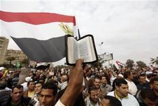 Muçulmanos fazem passeata a favor do presidente egípcio Mohamed Mursi antes de votação sobre nova Constituição do país no sábado. 14/12/2012 REUTERS/Amr Abdallah Dalsh