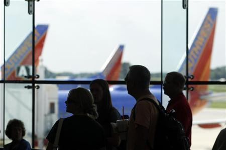 Passengers line up to board their Southwest Airlines flight at Thurgood Marshall BWI Airport in Baltimore, Maryland August 29, 2012. REUTERS/Gary Cameron