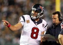 Houston Texans quarterback Matt Schaub talks with Texans head coach Gary Kubiak against the New York Jets during the second half of their NFL football game in East Rutherford, New Jersey October 8, 2012. REUTERS/Adam Hunger