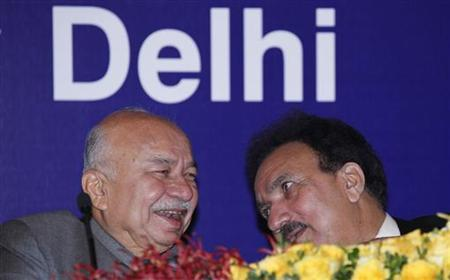 Indian Home Minister Sushil Kumar Shinde laughs while speaking with Pakistan's Interior Minister Rehman Malik (R) during their bilateral meeting in New Delhi December 14, 2012. REUTERS/B Mathur