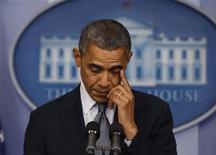 O presidente norte-americano, Barack Obama, faz uma declaração na sala de imprensa da Casa Branca sobre o tiroteio numa escola primária em Connecticut, nesta sexta-feira, em Washington, nos Estados Unidos. 14/12/2012 REUTERS/Larry Downing