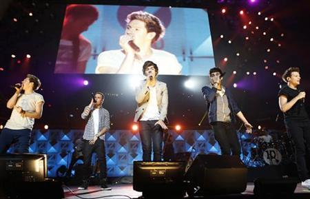 The One Direction band performs during the Z100 Jingle Ball at Madison Square Gardens in New York December 7, 2012. Seen are (L-R) Niall Horan, Liam Payne, Harry Styles, Zayn Malik and Louis Tomlinson. REUTERS/Carlo Allegri
