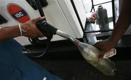 A worker fills up a bottle at a Lanka India Oil fuel station in Colombo November 1, 2011. REUTERS/Dinuka Liyanawatte/Files