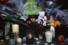 Moradores de Newtown prestaram homenagem às vítimas de um dos piores massacres da história dos Estados Unidos. 15/12/2012 REUTERS/Joshua Lott