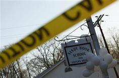 Polícia norte-americana encontrou evidências para ajudar a determinar o motivo que levou um jovem armado a matar 20 crianças em um dos piores massacres dos Estados Unidos. 15/12/2012 REUTERS/Eric Thayer