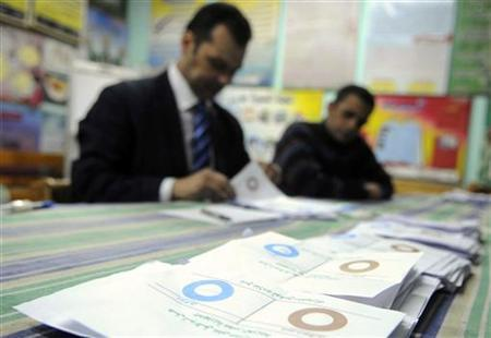 Officials count ballots after polls closed in Zagazig, about 62.5 km (38.8 miles) northeast of Cairo December 15, 2012. REUTERS/Stringer