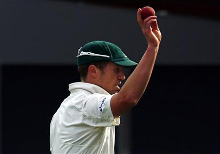 Australia's Peter Siddle acknowledges the crowd after taking five wickets during the third day's play in the first cricket test match against Sri Lanka at Bellerive Oval in Hobart December 16, 2012. REUTERS/David Gray