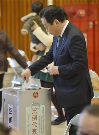 Japan's Prime Minister Yoshihiko Noda, leader of the ruling Democratic Party of Japan (DPJ), casts his ballot during Japan's general election at a polling station in Funabashi, east of Tokyo, in this photo taken by Kyodo December 16, 2012. REUTERS/Kyodo
