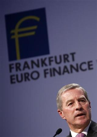 Co-Chairman of the Management board and the Group Executive Committee of Germany's Deutsche Bank AG Juergen Fitschen speaks on the podium during the Frankfurt Euro Finance Week in Frankfurt November 19, 2012. REUTERS/Lisi Niesner (GERMANY - Tags: BUSINESS)