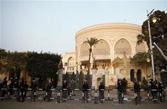 Riot police stand guard in front of the presidential palace in Cairo December 16, 2012. Egyptians voted narrowly in favour of a constitution shaped by Islamists but opposed by other groups who fear it will divide the Arab world's biggest nation, officials in rival camps said on Sunday after the first round of a two-stage referendum. REUTERS/Khaled Abdullah