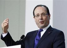 Popularidade do presidente francês François Hollande e do primeiro-ministro do país, Jean-Marc Ayrault, atingiram os piores índices já registrados desde o começo do governo. 14/12/2012 REUTERS/Sebastien Pirlet