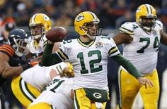 Green Bay Packers' Aaron Rodgers prepares to throw a pass against the Chicago Bears in their NFL football game at Soldier Field in Chicago, December 16, 2012. REUTERS/Jim Young