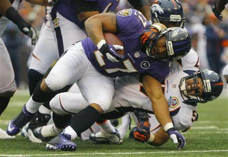 Baltimore Ravens running back Ray Rice (L) is tackled by Denver Broncos linebacker Keith Brooking (R) during the first half of their NFL football game in Baltimore December 16, 2012. REUTERS/Gary Cameron
