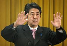 Il leader del Partito liberal democratico (Ldp) e prossimo primo ministro giapponese, Shinzo Abe. Tokyo, 17 dicembre 2012. REUTERS/Toru Hanai