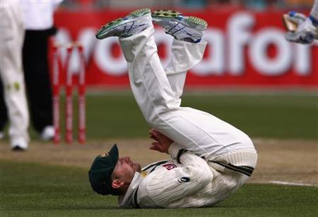 Australia's Michael Clarke reacts after dropping a catch from Sri Lanka's Kumar Sangakkara during the fourth day's play in the first cricket test at Bellerive Oval, in Hobart December 17, 2012. REUTERS/David Gray