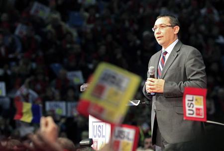 Prime Minister Victor Ponta, the president of Social Democrat Party, addresses an electoral rally in Craiova, 230km (143 miles) west of Bucharest December 7, 2012. REUTERS/Radu Sigheti