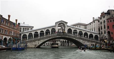 Rialto in jeans, as Venice finds cash for repair
