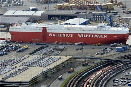 Cars are loaded onto a ship at a shipping terminal in the harbour of the northern German town of Bremerhaven, late October 8, 2012. REUTERS/Fabian Bimmer