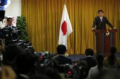 Japan's conservative Liberal Democratic Party's (LDP) leader and next Prime Minister Shinzo Abe (R) speaks during a news conference at the LDP headquarters in Tokyo December 17, 2012. REUTERS/Toru Hanai (JAPAN - Tags: POLITICS BUSINESS)