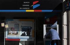 Santander anuncia fechamento de 700 agências assim que finalizar a incorporação do Banesto, anunciada nesta segunda-feira. 11/1/2012 REUTERS/Susana Vera