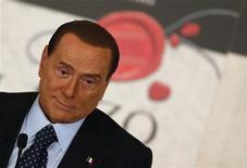 L'ex premier italiano Silvio Berlusconi durante la presentazione dell'ultimo libro di Bruno Vespa, Roma, 12 dicembre 2012. REUTERS/Alessandro Bianchi