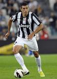 Lúcio, do Juventus, em partida da serie A italiana contra o Chievo Verona em Turin. Lúcio terminou o contrato com a campeã italiana Juventus por consentimento mútuo e está agora sem clube, informou a equipe nesta segunda-feira. 22/09/2012 REUTERS/Giorgio Perottino
