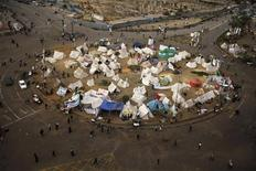 Visão da praça Tahrir, onde manifestantes que se opõem ao presidente egípcio Mohamed Mursi estão acampando, no Cairo. A oposição do Egito convocou protestos nacionais contra a Constituição apoiada pelo presidente Mohamed Mursi, após uma votação que expôs divisões profundas que poderiam minar os esforços para criar um consenso para duras medidas econômicas. 16/12/2012 REUTERS/Khaled Abdullah