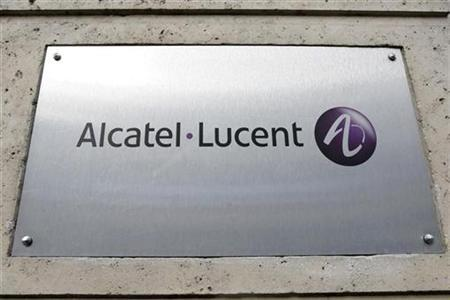 The logo of Alcatel-Lucent is pictured at the entrance of its Paris headquarters December 12, 2008. REUTERS/Charles Platiau