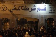 Followers of Egyptian Salafist preacher Hazem Abu Ismail protest outside a police station after security agents raided his office in Cairo December 16, 2012. REUTERS/Khaled Abdullah (EGYPT - Tags: POLITICS CIVIL UNREST)