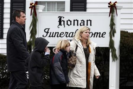 Mourners arrive at the Honan Funeral Home, where the family of six-year-old Jack Pinto is holding his funeral service, in Newtown, Connecticut December 17, 2012. Pinto was one of the 20 students killed in the December 14 shootings at Sandy Hook Elementary School in Newtown. REUTERS/Mike Segar (UNITED STATES - Tags: CRIME LAW)