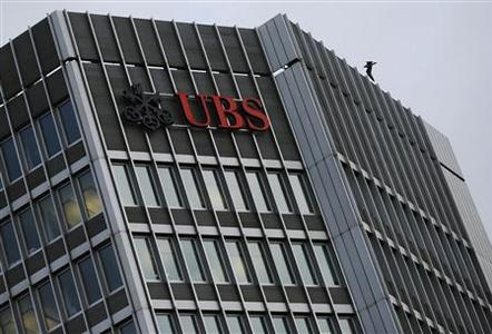 The logo of Swiss bank UBS is seen on a building in Zurich December 17, 2012. REUTERS/Michael Buholzer