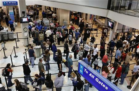 Passengers wait in a security line a day before the annual Thanksgiving Day holiday at the Salt Lake City international airport in Salt Lake City, Utah November 21, 2012. REUTERS/George Frey