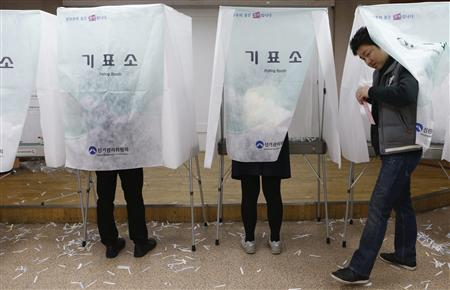 Young South Korean's cast their absentee ballot at a polling station in a Goshichon, which means ''exam village'' in Korean, in Seoul December 13, 2012. REUTERS/Lee Jae-Won