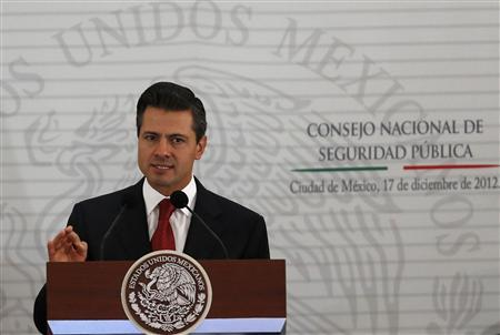 Mexico's President Enrique Pena Nieto delivers a speech during the II Extraodinary Session of the National Council of Public Security in Mexico City December 17, 2012. REUTERS/Tomas Bravo