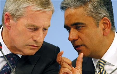 Anshu Jain (R) and Juergen Fitschen address a news conference in Frankfurt, September 11, 2012. REUTERS/Kai Pfaffenbach/Files