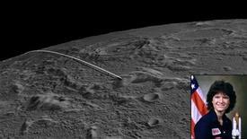 Un par de sondas de la NASA que tenían el objetivo de realizar el mapa gravitacional de la Luna chocaron el lunes contra una montaña lunar, poniendo fin a una misión de un año que estaba arrojando luz sobre cómo se formó el Sistema Solar. La NASA ha llamado al lugar donde se estrellaron las sondas GRAIL - mostrado en esta ilustración - con el nombre de la fallecida astronauta Sally K. Ride, la primera estadounidense que voló al espacio y miembro del equipo de esta misión. REUTERS/NASA/Handout