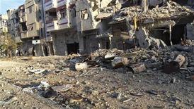Porta-voz da OMS afirma que lesões mais frequentes são queimaduras, tiros e ferimentos de explosões. Sanções impostas ao país impedem que hospitais recebam suprimentos, como pomadas para queimaduras. 17/12/2012. REUTERS/Thair Al-Khalidieh/Shaam News Network/Handout