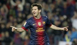 El Barcelona ha alcanzado un acuerdo para renovar a jugadores clave del equipo como Lionel Messi, Xavi y Carles Puyol, dijo el martes el club líder de la Liga. En la imagen, de 17 de noviembre, Lionel Messi celebra un gol que le endosó al Zaragoza. REUTERS/Albert Gea