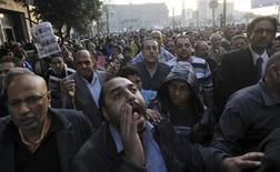 Membros da oposição ao governo do presidente egícpio Mohamed Mursi protestam contra Constituição aprovada em referendo no final de semana. 17/12/2012 REUTERS/Amr Abdallah Dalsh