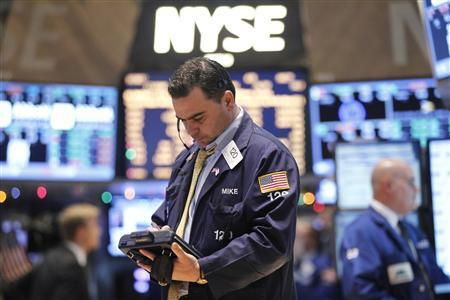 Traders work on the floor of the New York Stock Exchange, December 18, 2012. Signs of compromise in U.S. talks to stop automatic tax hikes and spending cuts hurting the economy next year pushed world shares to their highest level since September on Tuesday and weakened investor appetite for safe-haven bonds and the dollar. REUTERS/Brendan McDermid