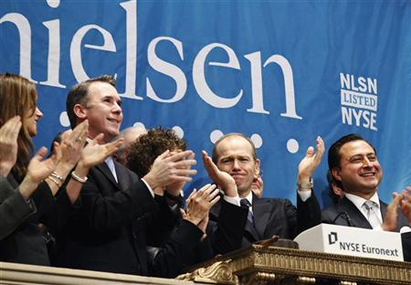 Nielsen CEO, David Calhoun, (2nd R) and company officials ring the opening bell at the New York Stock Exchange in celebration of their IPO, January 26, 2011. REUTERS/Brendan McDermid