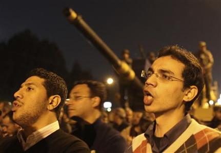 Protesters opposing President Mohamed Mursi shout slogans as they demonstrate in front of the presidential palace, where Republican Guard Force tanks have been deployed, in Cairo December 18, 2012. REUTERS/Khaled Abdullah