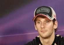 Romain Grosjean sera encore pilote chez Lotus en 2013, où il continuera à faire équipe avec le Finlandais Kimi Räikkönena. /Photo prise le 23 mai 2012/REUTERS/Max Rossi