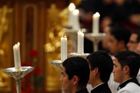 12月18日、調査機関ピュー・リサーチ・センターが発表した世界の宗教動向に関する調査で、キリスト教、イスラム教に続き、「無宗教」の人口が3番目に多いことが分かった。 バチカンで昨年12月撮影(2012年 ロイター/Giampiero Sposito)