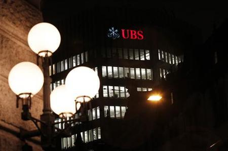 A logo of Swiss bank UBS is seen on a building in Zurich December 18, 2012. UBS said it will pay 1.4 billion Swiss francs ($1.53 billion) and admit wrongdoing at its Japanese arm to settle a wide-ranging, multi-regulator probe into how the Swiss bank's traders manipulated yen Libor and euroyen contracts. Picture taken December 18, 2012. REUTERS/Michael Buholzer (SWITZERLAND - Tags: BUSINESS LOGO)