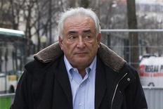 """Dominique Strauss-Kahn reste poursuivi pour """"proxénétisme aggravé en bande organisée"""" après le rejet, mercredi, de la demande d'annulation de sa mise en examen déposée par l'ancien directeur général du Fonds monétaire international (FMI). /Photo prise le 10 décembre 2012/REUTERS/Gonzalo Fuentes"""